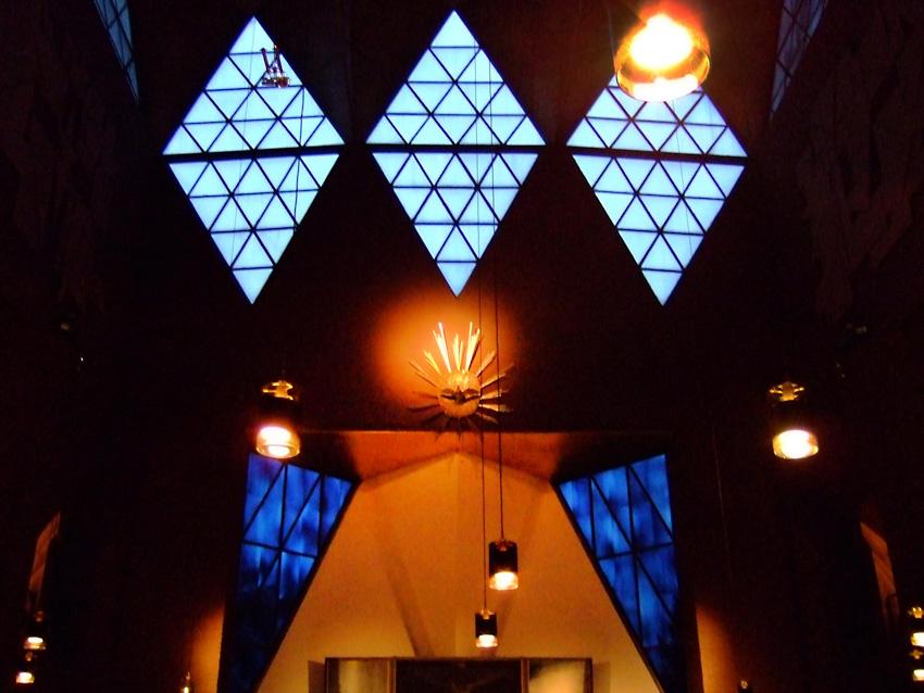 Epiphanien-Altarraum und Fenster-kl