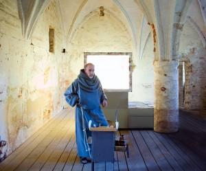 Andreas-Uckert-als-Moench-im Kloster-Gransee-1