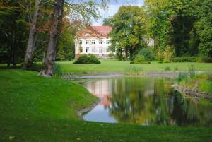 Schloss-Nackel-mit-Park-kl