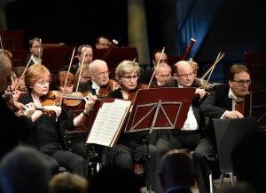 Neujahrskonzert Brandenburgisches Staatsorchester unter T. Ukigaya in Pfarrkirche Neuruppin